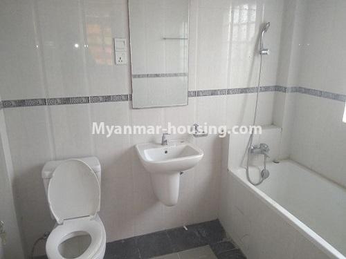မြန်မာအိမ်ခြံမြေ - ငှားရန် property - No.4445 - မြောက်ဒဂုံဘောဂလမ်းတွင် သုံးထပ်တိုက်လုံးချင်းတစ်လုံး ငှားရန်ရှိသည်။master bedroom bathroom