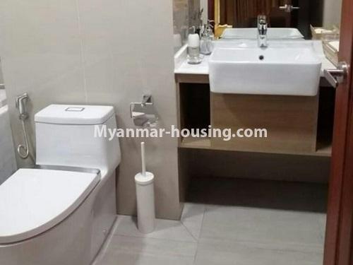 မြန်မာအိမ်ခြံမြေ - ငှားရန် property - No.4448 - မြောက်ဒဂုံတွင် ပတ်၀န်ကျင်ကောင်းပြီး နေချင်စဖွယ်ပြင်ဆင်ထားသော ကွန်ဒိုခန်းသစ် ငှားရန်ရှိသည်။bathroom