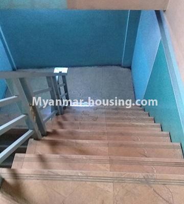 မြန်မာအိမ်ခြံမြေ - ငှားရန် property - No.4452 - တောင်ဒဂုံစက်မှုဇုံ ( ၃ )တွင် စီးပွားရေး လုပ်ငန်းရင်းနှီး မြုပ်နံရန်အတွက် အိမ်ငှားရန်ရှိသည်။stairs view