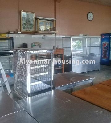 မြန်မာအိမ်ခြံမြေ - ငှားရန် property - No.4452 - တောင်ဒဂုံစက်မှုဇုံ ( ၃ )တွင် စီးပွားရေး လုပ်ငန်းရင်းနှီး မြုပ်နံရန်အတွက် အိမ်ငှားရန်ရှိသည်။ground floor counter place