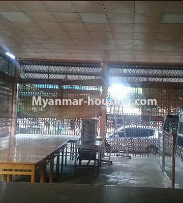 မြန်မာအိမ်ခြံမြေ - ငှားရန် property - No.4452 - တောင်ဒဂုံစက်မှုဇုံ ( ၃ )တွင် စီးပွားရေး လုပ်ငန်းရင်းနှီး မြုပ်နံရန်အတွက် အိမ်ငှားရန်ရှိသည်။the view of facing main road