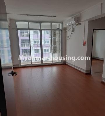 မြန်မာအိမ်ခြံမြေ - ငှားရန် property - No.4453 - ဗိုလ်တစ်ထောင် Time Square တွင် အိပ်ခန်းနှစ်ခန်းနှင့် ကွန်ဒိုခန်းငှားရန် ရှိသည်။living room