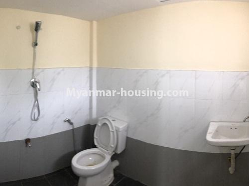 缅甸房地产 - 出租物件 - No.4454 - Two houses for rent in Hlaing! - bathroom view