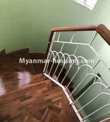 မြန်မာအိမ်ခြံမြေ - ငှားရန် property - No.4455 - သင်္ဃန်းကျွန်း ဆိတ်ငြိမ်ပြီး ပတ်ဝန်းကျင်ကောင်းကောင်းတွင် လုံးချင်းငှားရန်ရှိသည်။stairs