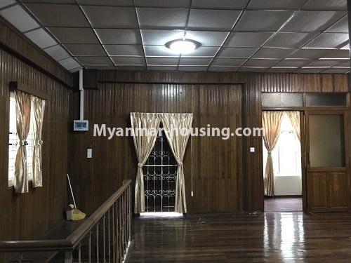မြန်မာအိမ်ခြံမြေ - ငှားရန် property - No.4457 - ကမာရွတ်တွင် အိမ်ခန်းငါးခန်းပါသော လုံးချင်းအိမ်ငှားရန်ရှိသည်။upstairs living room