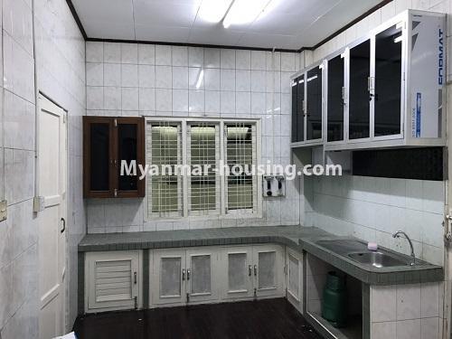 မြန်မာအိမ်ခြံမြေ - ငှားရန် property - No.4457 - ကမာရွတ်တွင် အိမ်ခန်းငါးခန်းပါသော လုံးချင်းအိမ်ငှားရန်ရှိသည်။kitchen