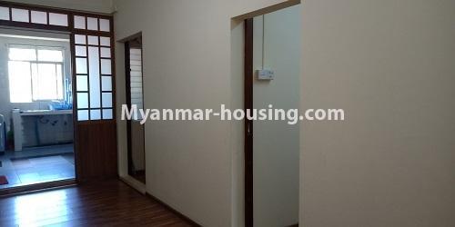 မြန်မာအိမ်ခြံမြေ - ငှားရန် property - No.4458 - မြို့ထဲ ပရိဘောဂပါသည့် ကွန်ဒိုခန်း ငှားရန်ရှိသည်။ corridor