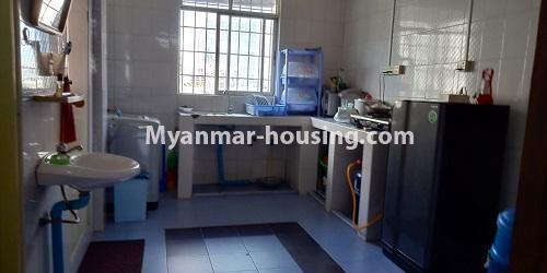 မြန်မာအိမ်ခြံမြေ - ငှားရန် property - No.4458 - မြို့ထဲ ပရိဘောဂပါသည့် ကွန်ဒိုခန်း ငှားရန်ရှိသည်။ kitchen
