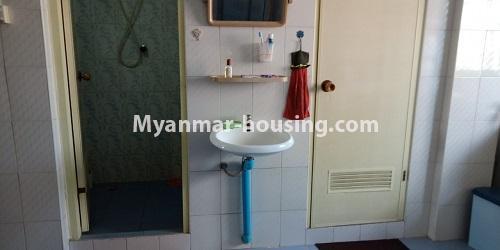 မြန်မာအိမ်ခြံမြေ - ငှားရန် property - No.4458 - မြို့ထဲ ပရိဘောဂပါသည့် ကွန်ဒိုခန်း ငှားရန်ရှိသည်။ bathroom