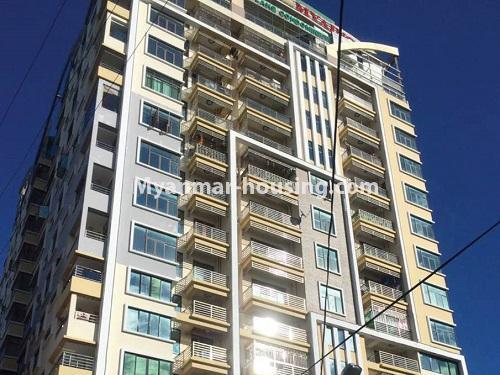 မြန်မာအိမ်ခြံမြေ - ငှားရန် property - No.4459 - မင်္ဂလာတောင်ညွန့်တွင် ရုံးခန်းဖွင့်ရန် သို့မဟုတ် စီးပွားရေးလုပ်ငန်းလုပ်ကိုင်ရန်အတွက် မြေညီထပ်ငှားရန် ရှိသည်။ upper view of the building