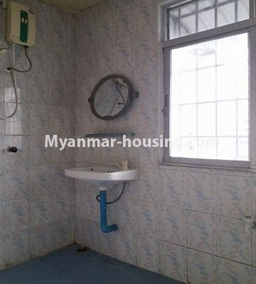 Myanmar real estate - for rent property - No.4462 - Furnished condominium room for rent in Downtown! - bathroom 2