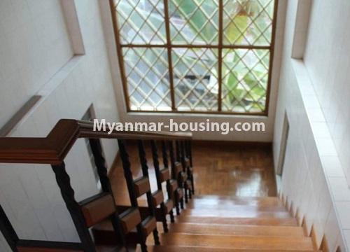 မြန်မာအိမ်ခြံမြေ - ငှားရန် property - No.4467 - သင်္ဃန်းကျွန်းတွင် လူနေရန် သို့မဟုတ် ရုံးခန်းဖွင့်ရန် လုံးချင်းအိမ် ငှားရန်ရှိသည်။stairs view