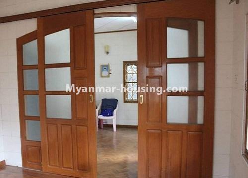 မြန်မာအိမ်ခြံမြေ - ငှားရန် property - No.4467 - သင်္ဃန်းကျွန်းတွင် လူနေရန် သို့မဟုတ် ရုံးခန်းဖွင့်ရန် လုံးချင်းအိမ် ငှားရန်ရှိသည်။main door