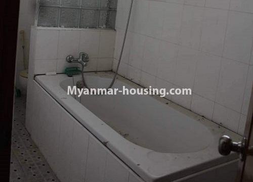 မြန်မာအိမ်ခြံမြေ - ငှားရန် property - No.4467 - သင်္ဃန်းကျွန်းတွင် လူနေရန် သို့မဟုတ် ရုံးခန်းဖွင့်ရန် လုံးချင်းအိမ် ငှားရန်ရှိသည်။bathtub