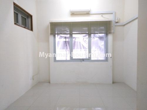 မြန်မာအိမ်ခြံမြေ - ငှားရန် property - No.4470 - လှည်းတန်းလမ်းဆုံရှိ လှည်းတန်းစင်တာတွင် ကွန်ဒိုခန်းငှားရန်ရှိသည်။ single bedroom 2