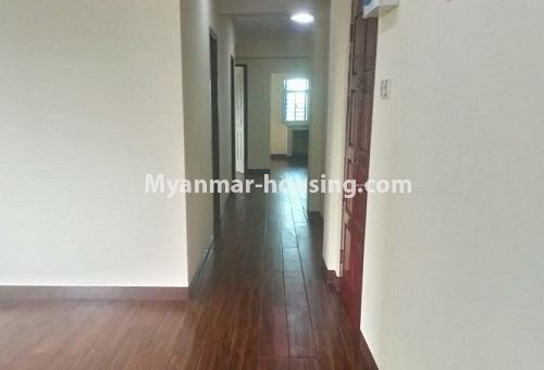 မြန်မာအိမ်ခြံမြေ - ငှားရန် property - No.4488 - တောင်ဥက္ကလာပရတနာလမ်းမကြီးအနီးတွင် ကွန်ဒိုတစ်ခန်းငှားရန်ရှိသည်။corridor