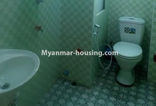 မြန်မာအိမ်ခြံမြေ - ငှားရန် property - No.4488 - တောင်ဥက္ကလာပရတနာလမ်းမကြီးအနီးတွင် ကွန်ဒိုတစ်ခန်းငှားရန်ရှိသည်။bathroom