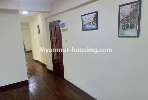 မြန်မာအိမ်ခြံမြေ - ငှားရန် property - No.4488 - တောင်ဥက္ကလာပရတနာလမ်းမကြီးအနီးတွင် ကွန်ဒိုတစ်ခန်းငှားရန်ရှိသည်။main door, living room and corridor
