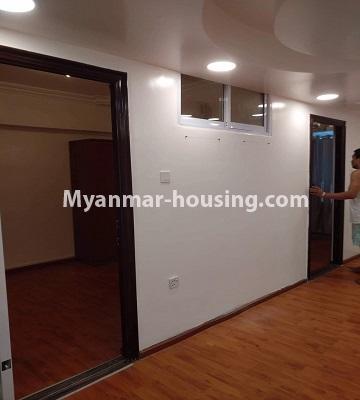 မြန်မာအိမ်ခြံမြေ - ငှားရန် property - No.4490 - ဗိုလ်တစ်ထောင် လမ်း ၅၀ ကွန်ဒိုတွင် အိပ်ခန်းနှစ်ခန်းပါသောအခန်း ငှားရန်ရှိသည်။living room and room partition