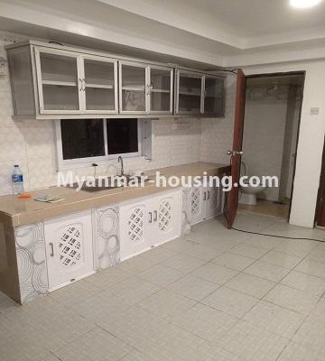 မြန်မာအိမ်ခြံမြေ - ငှားရန် property - No.4490 - ဗိုလ်တစ်ထောင် လမ်း ၅၀ ကွန်ဒိုတွင် အိပ်ခန်းနှစ်ခန်းပါသောအခန်း ငှားရန်ရှိသည်။kitchen