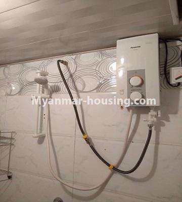 မြန်မာအိမ်ခြံမြေ - ငှားရန် property - No.4490 - ဗိုလ်တစ်ထောင် လမ်း ၅၀ ကွန်ဒိုတွင် အိပ်ခန်းနှစ်ခန်းပါသောအခန်း ငှားရန်ရှိသည်။bathroom water heater