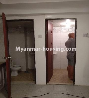 မြန်မာအိမ်ခြံမြေ - ငှားရန် property - No.4490 - ဗိုလ်တစ်ထောင် လမ်း ၅၀ ကွန်ဒိုတွင် အိပ်ခန်းနှစ်ခန်းပါသောအခန်း ငှားရန်ရှိသည်။bathroom and toilet