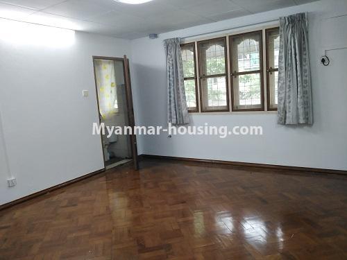 မြန်မာအိမ်ခြံမြေ - ငှားရန် property - No.4493 - ဒဂုံတွင် ရုံးခန်းဖွင့်ရန် သို့မဟုတ် လူနေရန် နှစ်ထပ်အိမ်တစ်လုံး ငှားရန်ရှိသည်။upstairs master bedroom 1
