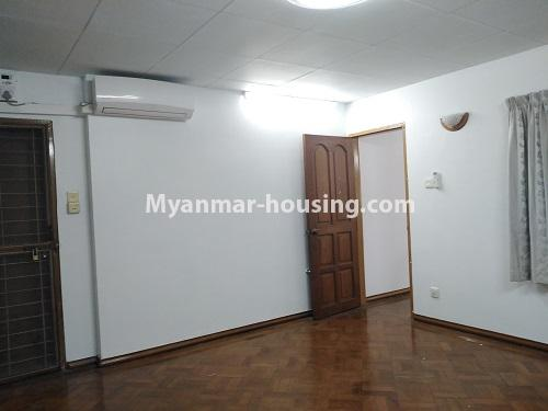 မြန်မာအိမ်ခြံမြေ - ငှားရန် property - No.4493 - ဒဂုံတွင် ရုံးခန်းဖွင့်ရန် သို့မဟုတ် လူနေရန် နှစ်ထပ်အိမ်တစ်လုံး ငှားရန်ရှိသည်။upstairs master bedroom 2