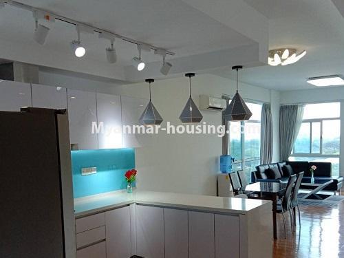 မြန်မာအိမ်ခြံမြေ - ငှားရန် property - No.4495 - စမ်းချောင်း၊ Sanchaung Garden Residence တွင် ခေတ်မှီကွန်ဒိုခန်း တစ်ခန်းငှားရန်ရှိသည်။kitchen, dining area and living room