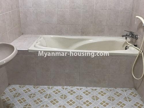 မြန်မာအိမ်ခြံမြေ - ငှားရန် property - No.4497 - ဗဟန်းတွင် လူနေထိုင်ရန် သို့မဟုတ် ရုံးခန်းဖွင့်ရန် နှစ်ထပ်အိမ်တစ်လုံး ငှားရန်ရှိသည်။bathroom 1