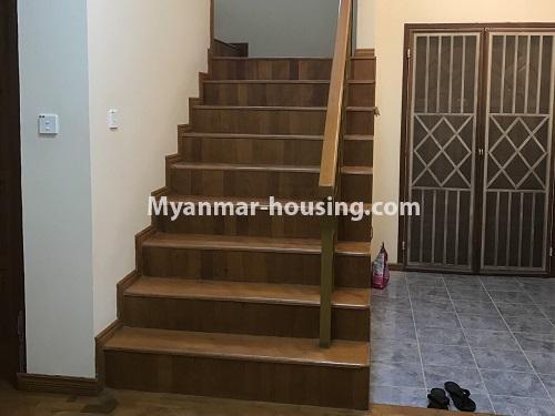 မြန်မာအိမ်ခြံမြေ - ငှားရန် property - No.4497 - ဗဟန်းတွင် လူနေထိုင်ရန် သို့မဟုတ် ရုံးခန်းဖွင့်ရန် နှစ်ထပ်အိမ်တစ်လုံး ငှားရန်ရှိသည်။stair view