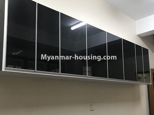 မြန်မာအိမ်ခြံမြေ - ငှားရန် property - No.4497 - ဗဟန်းတွင် လူနေထိုင်ရန် သို့မဟုတ် ရုံးခန်းဖွင့်ရန် နှစ်ထပ်အိမ်တစ်လုံး ငှားရန်ရှိသည်။kitchen cabinet