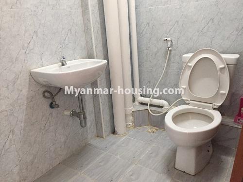မြန်မာအိမ်ခြံမြေ - ငှားရန် property - No.4498 - ဗိုလ်တစ်ထောင် Time Square တွင် အိပ်ခန်းနှစ်ခန်းနှင့် ကွန်ဒိုခန်းငှားရန် ရှိသည်။bathroom