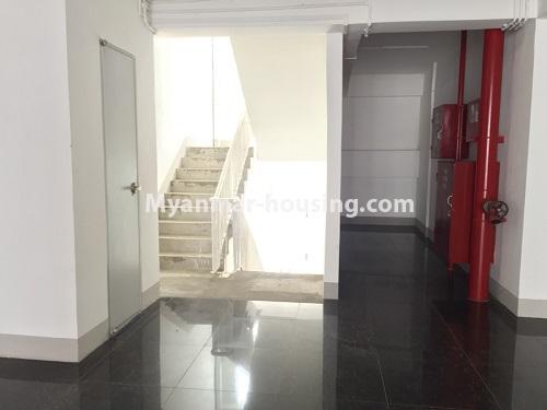 မြန်မာအိမ်ခြံမြေ - ငှားရန် property - No.4498 - ဗိုလ်တစ်ထောင် Time Square တွင် အိပ်ခန်းနှစ်ခန်းနှင့် ကွန်ဒိုခန်းငှားရန် ရှိသည်။stair