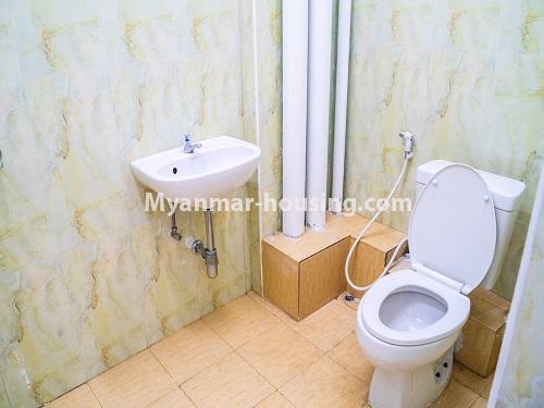 မြန်မာအိမ်ခြံမြေ - ငှားရန် property - No.4499 - ဗိုလ်တစ်ထောင် Time Square တွင် အိပ်ခန်းနှစ်ခန်းနှင့် ကွန်ဒိုခန်းငှားရန် ရှိသည်။bathroom