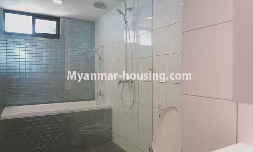 မြန်မာအိမ်ခြံမြေ - ငှားရန် property - No.4513 - တောင်ဥက္ကလာတွင် အဆင့်မြင့်ပြင်ဆင်ထားသော ကွန်ဒိုတိုက်ခန်း ငှားရန်ရှိသည်။bathroom