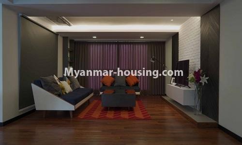 မြန်မာအိမ်ခြံမြေ - ငှားရန် property - No.4513 - တောင်ဥက္ကလာတွင် အဆင့်မြင့်ပြင်ဆင်ထားသော ကွန်ဒိုတိုက်ခန်း ငှားရန်ရှိသည်။only living room view
