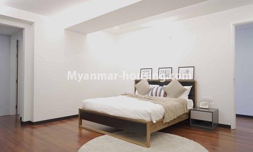 မြန်မာအိမ်ခြံမြေ - ငှားရန် property - No.4513 - တောင်ဥက္ကလာတွင် အဆင့်မြင့်ပြင်ဆင်ထားသော ကွန်ဒိုတိုက်ခန်း ငှားရန်ရှိသည်။bedroom view