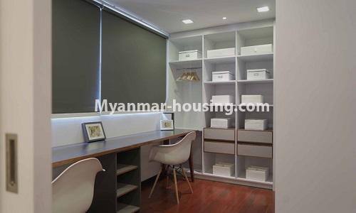 မြန်မာအိမ်ခြံမြေ - ငှားရန် property - No.4513 - တောင်ဥက္ကလာတွင် အဆင့်မြင့်ပြင်ဆင်ထားသော ကွန်ဒိုတိုက်ခန်း ငှားရန်ရှိသည်။study room view