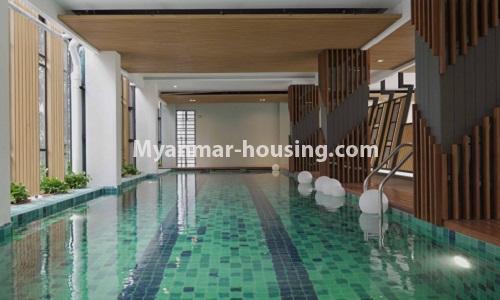 မြန်မာအိမ်ခြံမြေ - ငှားရန် property - No.4513 - တောင်ဥက္ကလာတွင် အဆင့်မြင့်ပြင်ဆင်ထားသော ကွန်ဒိုတိုက်ခန်း ငှားရန်ရှိသည်။swimming pool view