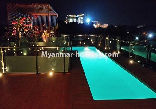 မြန်မာအိမ်ခြံမြေ - ငှားရန် property - No.4517 - မရမ်းကုန်း ၈မိုင်တွင် ပရိဘောဂ ပစ္စည်းအပြည့်အစုံပါ ရေကူးကန်ပါ ဓာတ်လှေခါးပါ သုံးထပ်ခွဲအိမ်တစ်လုံး ငှားရန်ရှိသည်။swimming pool night view