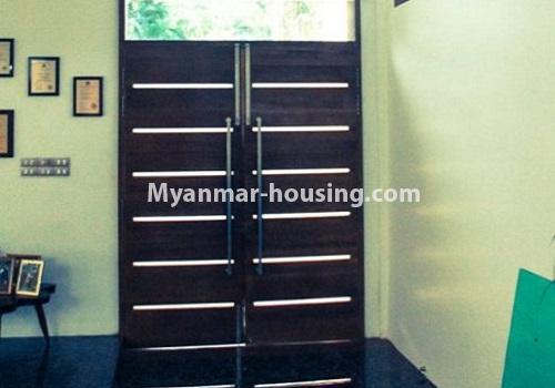 မြန်မာအိမ်ခြံမြေ - ငှားရန် property - No.4517 - မရမ်းကုန်း ၈မိုင်တွင် ပရိဘောဂ ပစ္စည်းအပြည့်အစုံပါ ရေကူးကန်ပါ ဓာတ်လှေခါးပါ သုံးထပ်ခွဲအိမ်တစ်လုံး ငှားရန်ရှိသည်။a view of one place inside of the house
