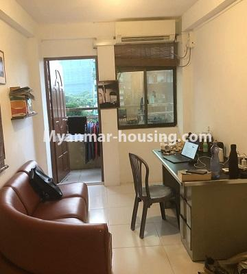 မြန်မာအိမ်ခြံမြေ - ငှားရန် property - No.4520 - စမ်းချောင်းတွင် ပြင်ဆင်ပြီး ပရိဘောဂပါသောတိုက်ခန်း ငှားရန်ရှိသည်။living room area