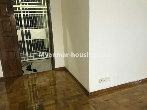 မြန်မာအိမ်ခြံမြေ - ငှားရန် property - No.4524 - မြို့ထဲ မြန်မာ့ဂုဏ်ရည်ကွန်ဒိုတွင်  အခန်ငှားရန်ရှိသည်။entrance main door