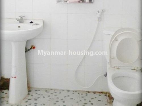 မြန်မာအိမ်ခြံမြေ - ငှားရန် property - No.4535 - မရမ်းကုန်း ၈မိုင်တွင် အိပ်ခန်းရှစ်ခန်းပါသော လုံးချင်းအိမ် ငှားရန်ရှိသည်။bathroom