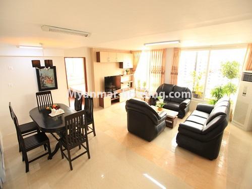မြန်မာအိမ်ခြံမြေ - ငှားရန် property - No.4538 - ဗိုလ်တစ်ထောင်တွင် ရန်ကုန်မြစ်ဗျူးမြင်ရသော အပေါ်ဆုံးလွှာ ငှားရန်ရှိသည်။living room view