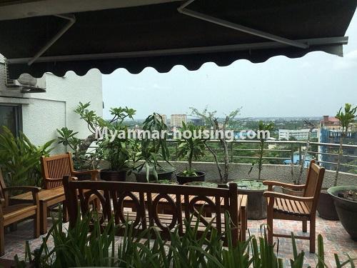 မြန်မာအိမ်ခြံမြေ - ငှားရန် property - No.4540 - မရမ်းကုန်း ၉ မိုင်တွင် ရန်ကုန်တစ်မြို့လုံးဗျူးကိုမြင်ရသော နှစ်ထပ်ပါ အပေါ်ဆုံးလွှာ ငှားရန်ရှိသည်။ patio and relaxation area view
