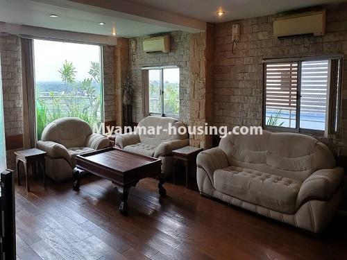 မြန်မာအိမ်ခြံမြေ - ငှားရန် property - No.4540 - မရမ်းကုန်း ၉ မိုင်တွင် ရန်ကုန်တစ်မြို့လုံးဗျူးကိုမြင်ရသော နှစ်ထပ်ပါ အပေါ်ဆုံးလွှာ ငှားရန်ရှိသည်။ living room view