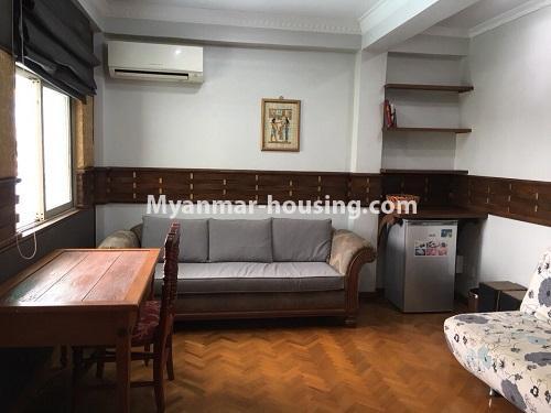 မြန်မာအိမ်ခြံမြေ - ငှားရန် property - No.4540 - မရမ်းကုန်း ၉ မိုင်တွင် ရန်ကုန်တစ်မြို့လုံးဗျူးကိုမြင်ရသော နှစ်ထပ်ပါ အပေါ်ဆုံးလွှာ ငှားရန်ရှိသည်။ another living room view