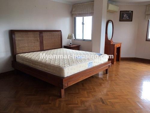 မြန်မာအိမ်ခြံမြေ - ငှားရန် property - No.4540 - မရမ်းကုန်း ၉ မိုင်တွင် ရန်ကုန်တစ်မြို့လုံးဗျူးကိုမြင်ရသော နှစ်ထပ်ပါ အပေါ်ဆုံးလွှာ ငှားရန်ရှိသည်။ bedroom 2